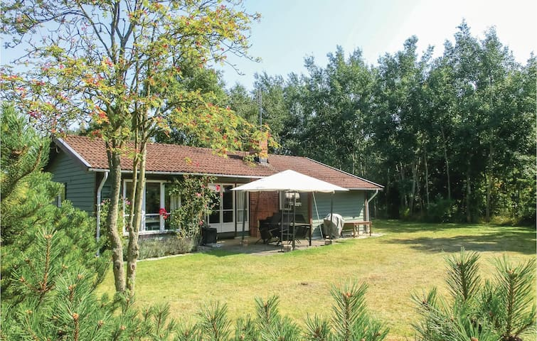 Holiday cottage with 3 bedrooms on 66m² in Nybrostrand