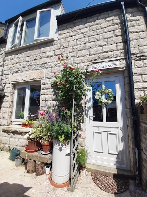 Charming cottage with private garden pet friendly