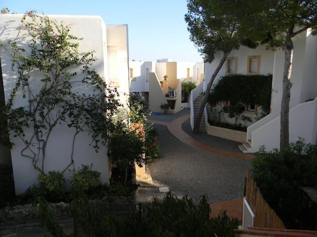 Appartamento a pochi metri dalla spiaggia - Cala Llenya - Byt