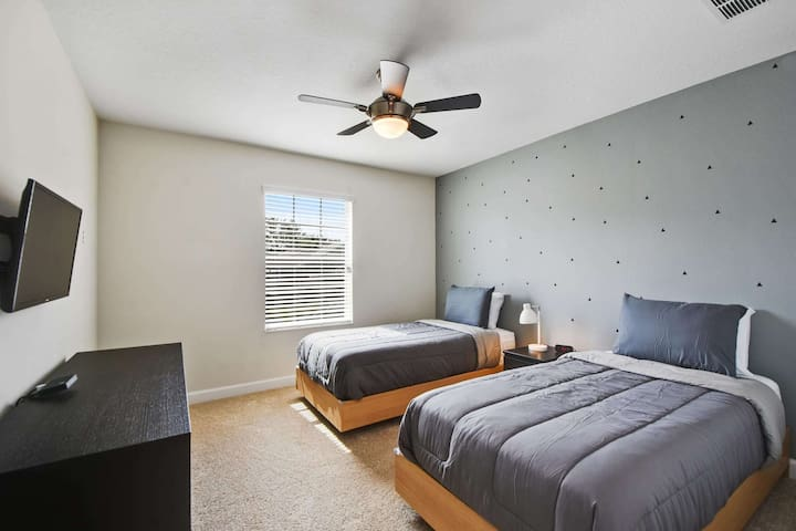 This 2nd floor bedroom features 2 twin beds, dresser and a flat screen HDTV unit, plus closet space for your use while on vacation. This bedroom shares an adjacent bathroom with the queen room and offers a great space for the kids.