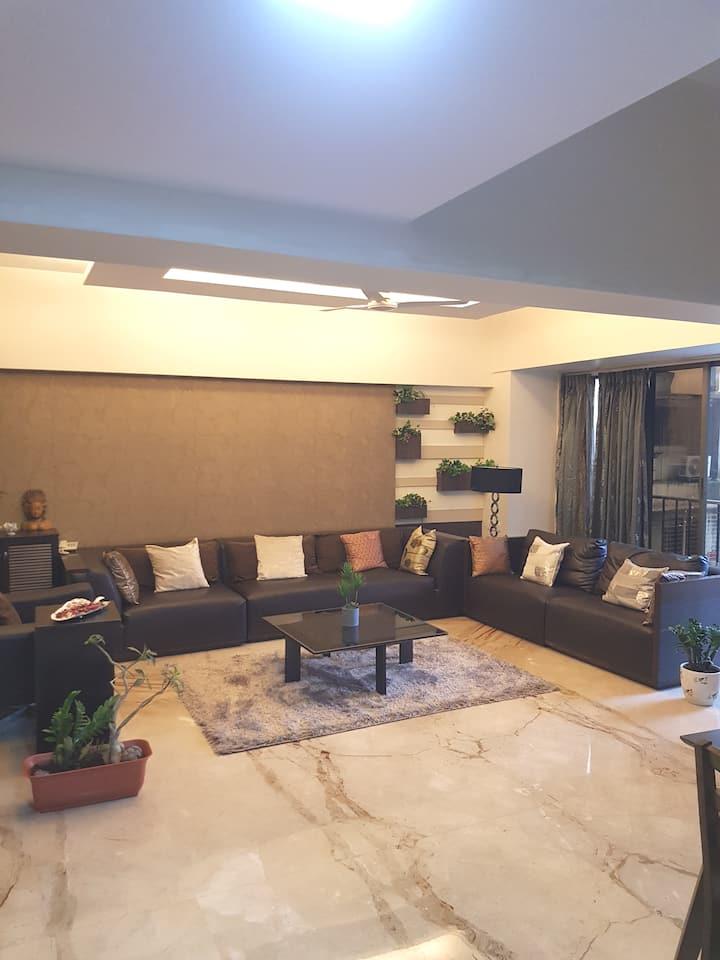 Spacious Room 3  BANDRA WEST 5 star APT greenery