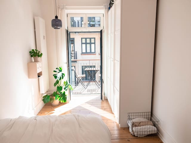 Bright apartment with balcony in the heart of CPH
