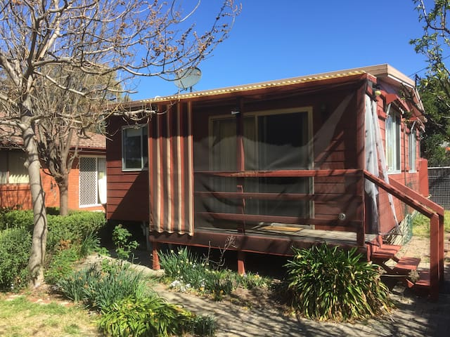 Self contained kambah cabin for nature lovers cottages for Self contained cabin