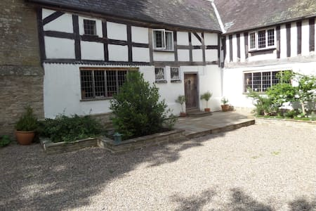 Walford Court B&B - Bed & Breakfast