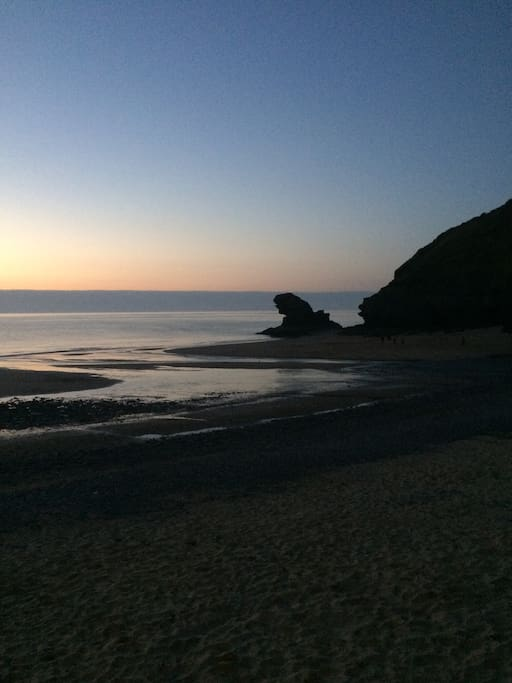 Llangrannog beach: Carreg Bica at sunset