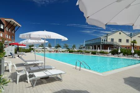 ALBOINO Nuovissimo trilocale con piscina - Marina di Ravenna - Lägenhet