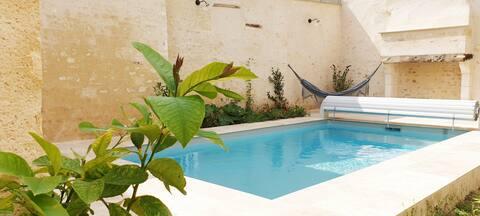 Hébergement indépendant dans maison avec piscine