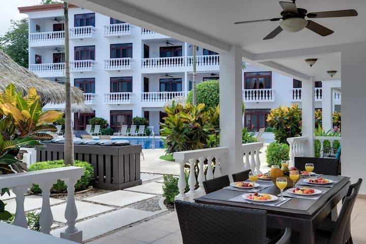 La Paloma Blanca 1I - Magnificent  Pool Side 3 Bedroom Spacious Condo