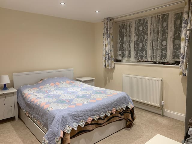 Double Room In Nascot Wood, Watford.