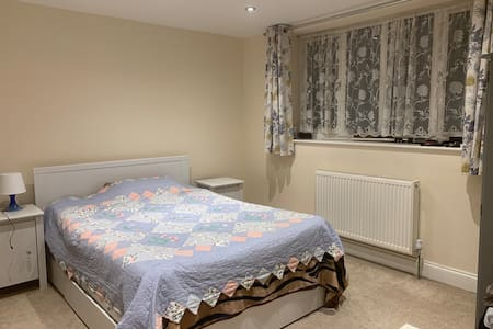 Double Room In Nascot Wood, Watford.