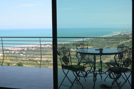BEAUTIFUL APARTMENT WITH A VIEW ON THE OCEAN - Vasto - Lakás