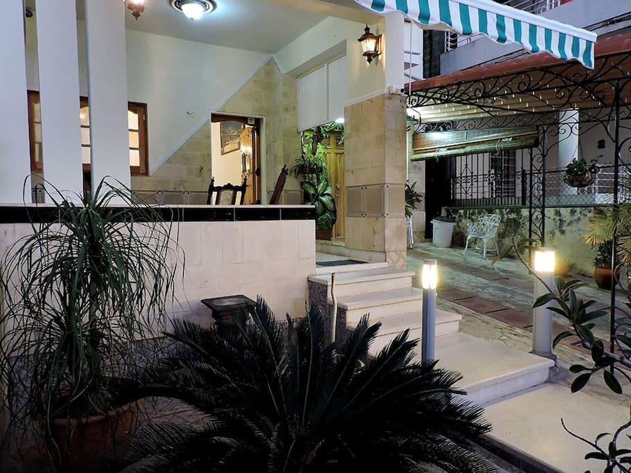 Casa con piscina y snack bar casas en alquiler en la for Casas con piscina en la habana