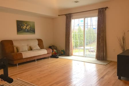 Private Living Room + 2Bed 1Bath (30 min to NYC) - Scotch Plains - 独立屋