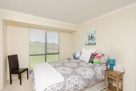 Kerikeri Rural Homestay Queen Ensuite Room - Kerikeri
