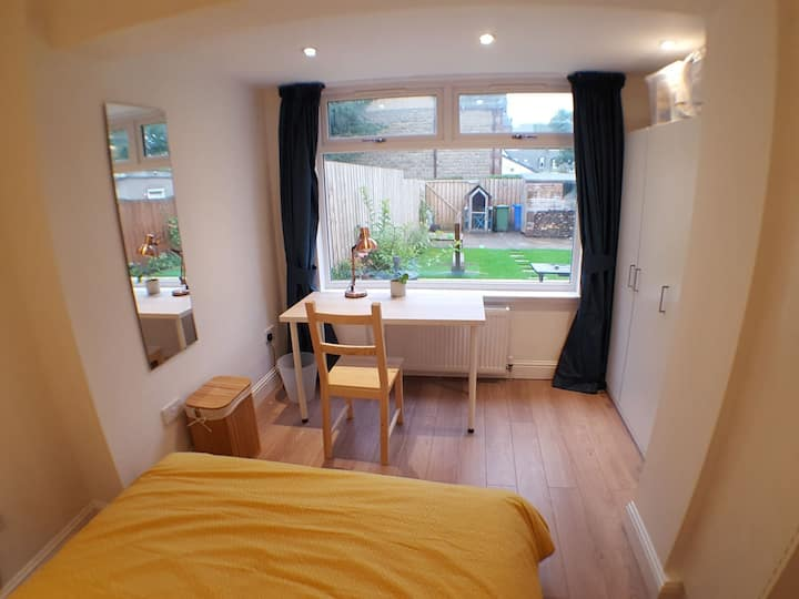 Double Bedroom, Great West End Location, Fast Wifi