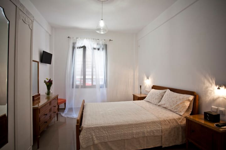 Beatrice - Double bedroom en suite - serviced