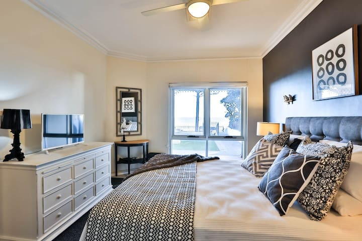 Master bedroom with sea view, walk-in robe, ensuite and TV