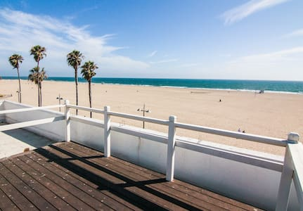 *Sleep Over the Ocean & Beach Top Floor Front Unit - Los Angeles