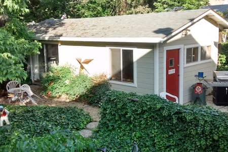 GREAT DOWNTOWN VALUE: Cute 600sf Guest house - Chico - Bungalow