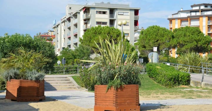 apt for 4+2 persons with a/c in Bibione R25387