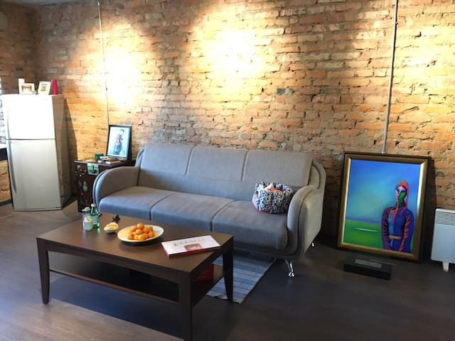 Warm, Comfy, Fully-furnished, Renovated, @Downtown