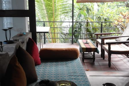 M House Amazing Local Stay Provider - Anuradhapura - Bed & Breakfast