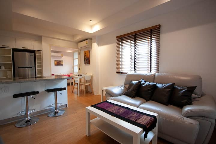 Suite 2 - Sunny Suites