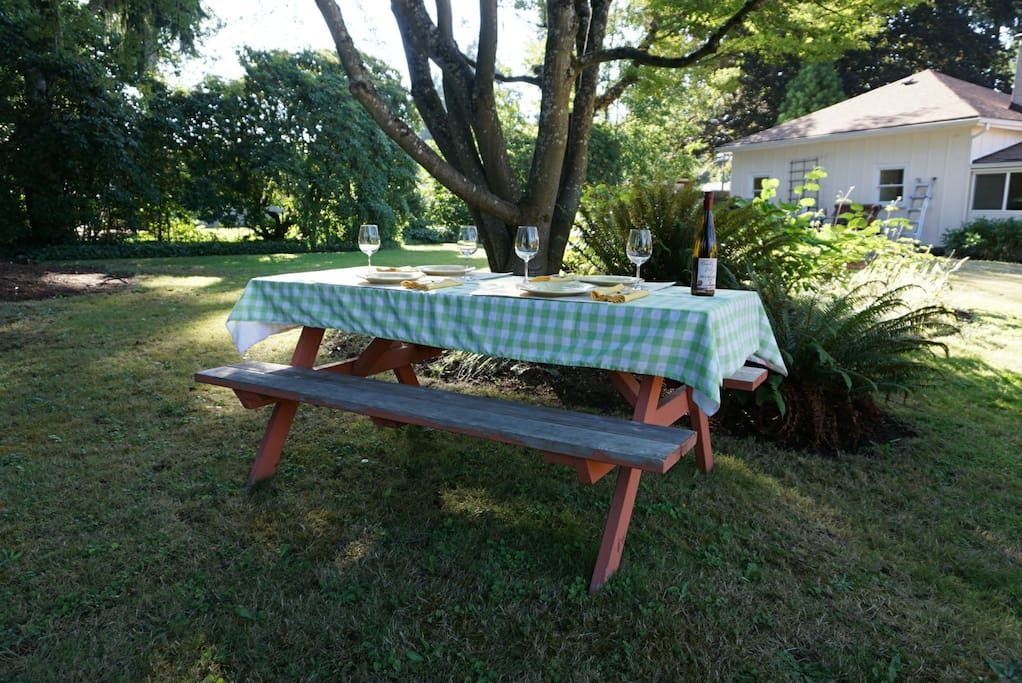 You don't even need to leave the house to have a picnic!