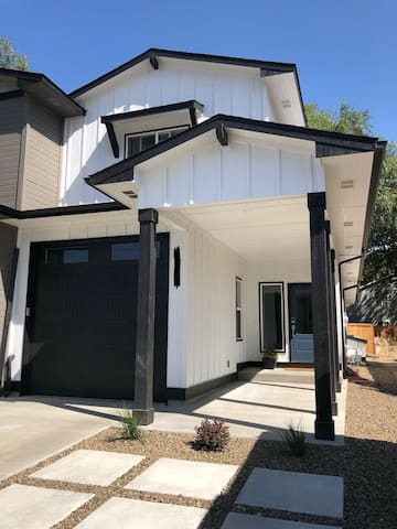 2 Private Rooms in Gorgeous SE Boise Townhome