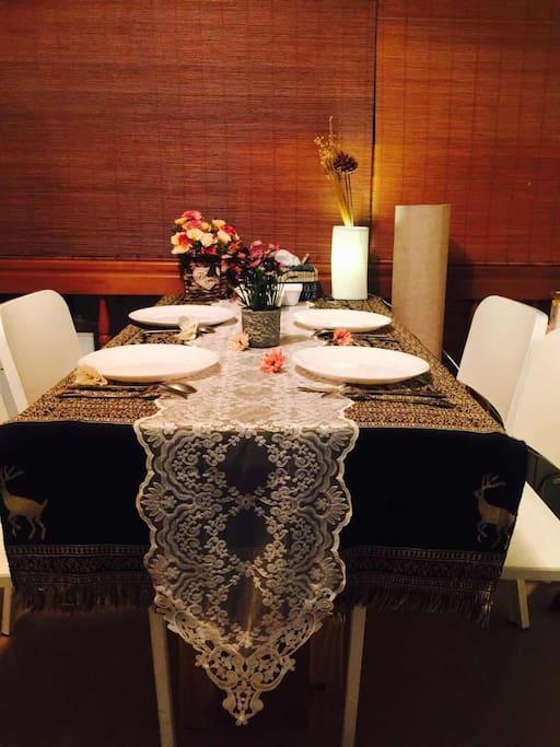 餐廳的一角,主人從埃及帶回來的桌巾,有沒有什麼不一樣呢?