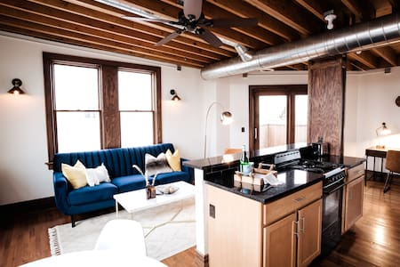 💖 Lux Midtown Penthouse w/ Rooftop Deck ⚡Internet