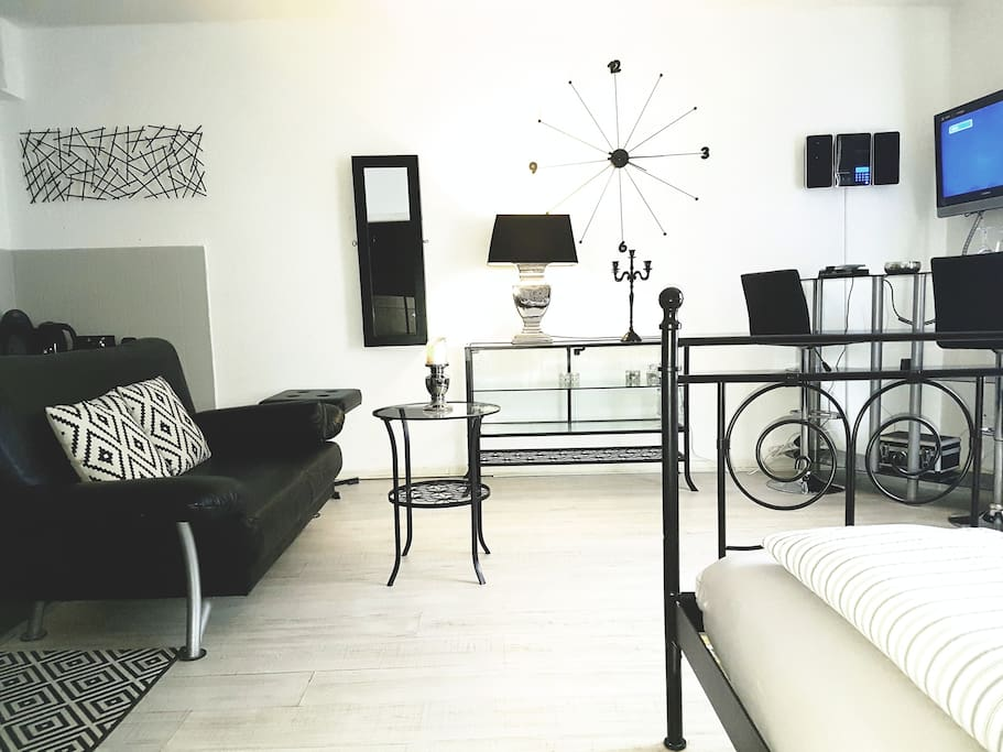 k ln hbf studio dome messe apartments for rent in k ln nrw germany. Black Bedroom Furniture Sets. Home Design Ideas
