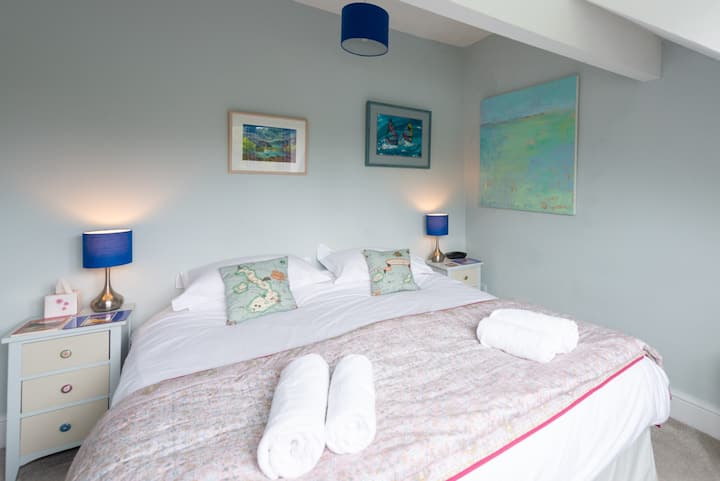 Two beautiful double rooms for up to five guests