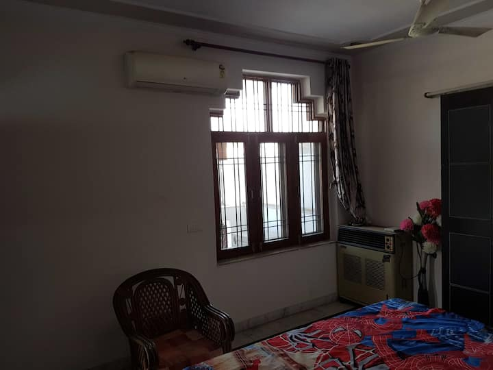 Furnished Rooms at Sector-17 market road