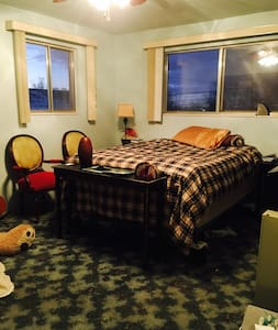 Private room close to downtown SLC - Bountiful