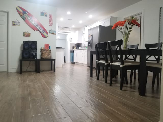 GREAT DEAL FOR BIG FAMILIES: 5 BEDROOM NEAR BEACH