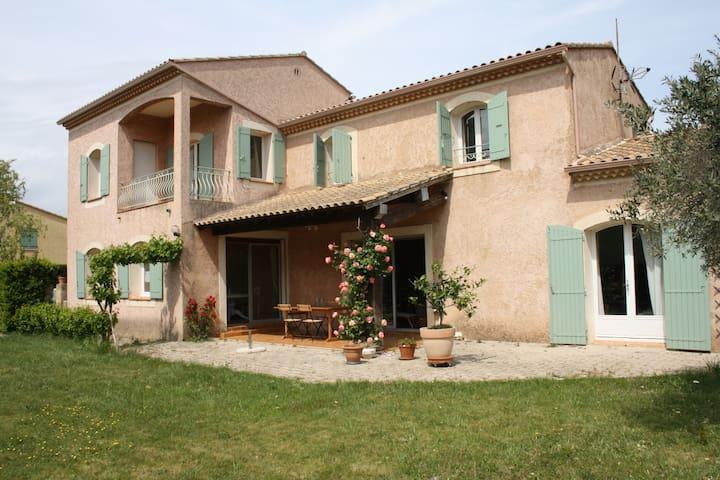 En bord de village avec vue sur le Ventoux - Sainte-Cécile-les-Vignes - House