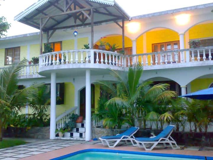 Apartamento con piscina compartida