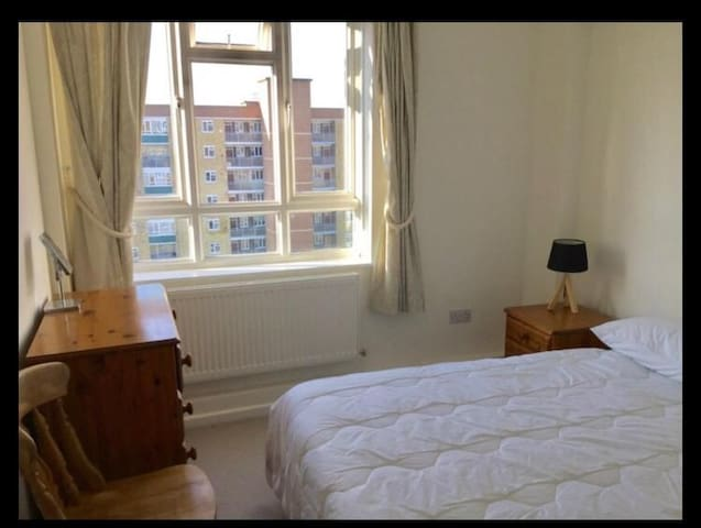Cozy double bedroom by Battersea Park