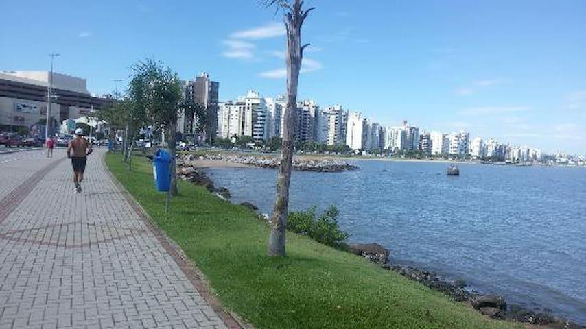 Amplo apartamento ao lado do Shopping Beira Mar - Florianópolis - Flat