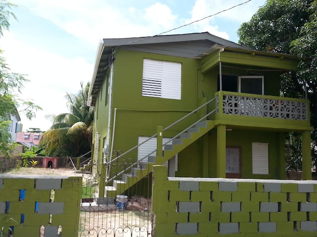 MaFlo Arms Apartment 6 C Street - Belize - Pis