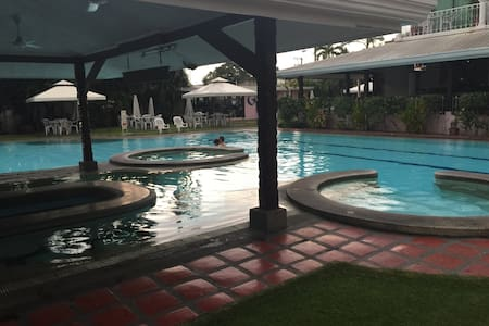 COZY CONDO ANGELES w/Wifi Bdr, bath - Angeles - Kondominium