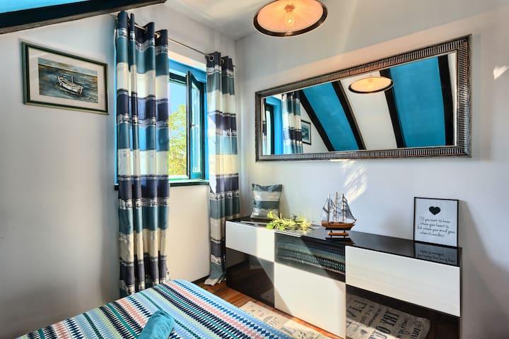 Sunny&Stone Navy room
