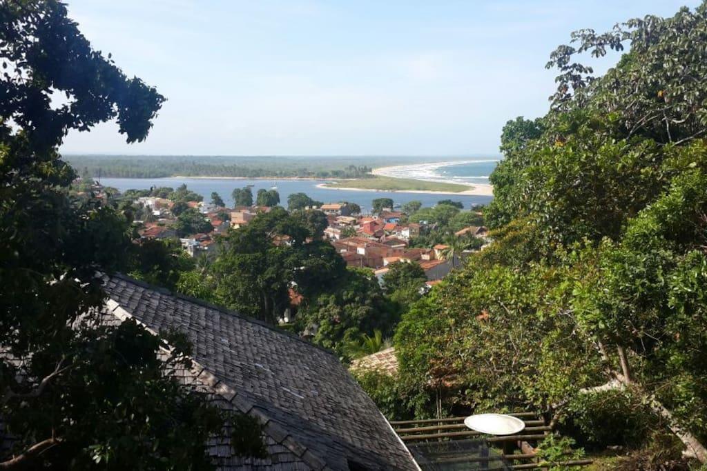 Vista para o rio de contas e praia do pontal