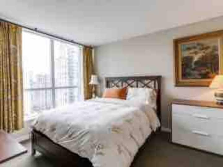 Huge l Luxury Private Washroom | Central Downtown
