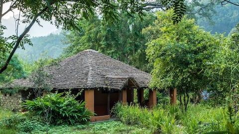 Private Jungle Cottage, Vanghat