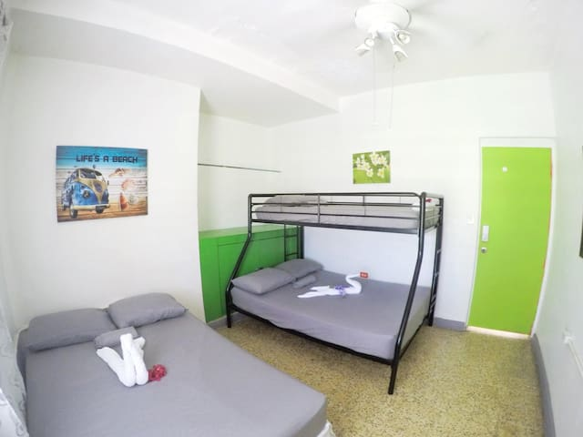 R2-Private Bedroom Sleeps 1-5 Good Vibe Guesthouse