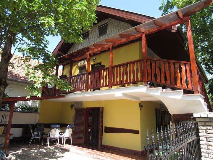 Bazsi apartman (teljes ház)