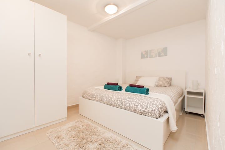 Cozy 2 BR apartment close to Las Ramblas