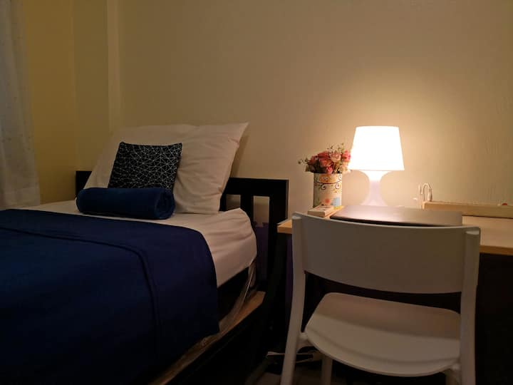 Budget for 1 guest, Clean&Cozy, 1min walk to BTS